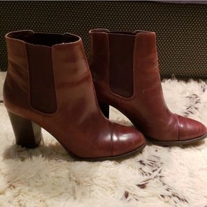 Gorgeous Saks Fifth Avenue Leather Booties